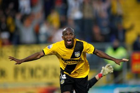 Ghana striker Amoah finally extends NAC Breda contract