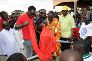Essien touches lives in his hometown