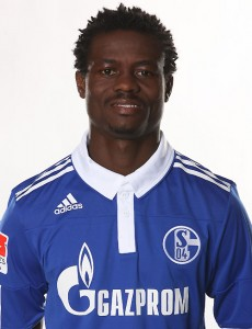 Ghanaian midfielder Anthony Annan has been involved in another biting incident but this time against his own Schalke team-mate Kyriakos Papadopoulos.