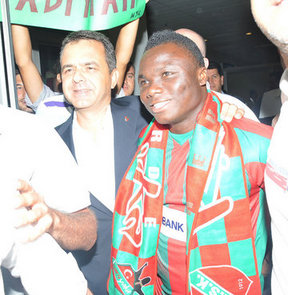 Ghana striker Dominic Adiyiah has completed his controversial move to Turkish second division side Karsiyaka.