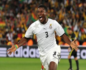 Ghana striker Asamoah Gyan fired two goals for Al Ain to seal a 2-1 triumph over Dubai SC in the UAE League on Saturday night.