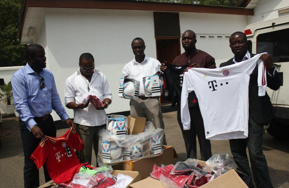 Bayern Munich make kits donation towards Kuffour testimonial