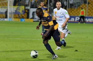 Dramani strikes late to earn point for Arles
