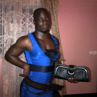 Wonders they say shall never end. Stephen Appiah has been seen in a picture decked out in a woman's clothing.