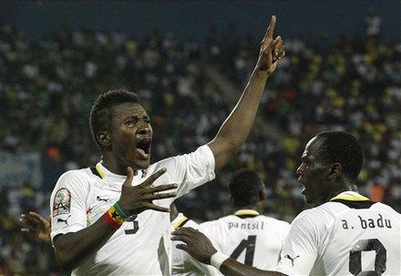 Ex-Ghana striker lashes out at Black Stars for bonus demands