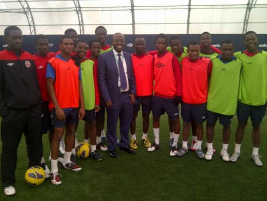 Kwasi Nyantakyi in a picture pose with Right to Dream's U15 team in Manchester