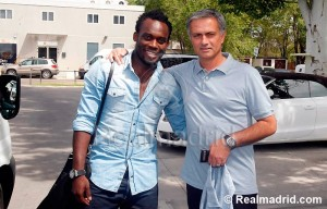Ghana midfield star Michael Essien could return to Chelsea as it has emerged that the Blue have offered Jose Mourinho a contract to return the English club.
