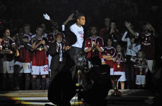 http://cdn.ghanasoccernet.com/2013/05/Boateng-doing-his-moonwalk-dance-after-winning-2010-11-Serie-A-title-with-AC-Milan.jpg
