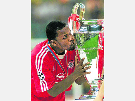Samuel Osei Kuffour won the UEFA Champions League with Bayern Munich in 2001.