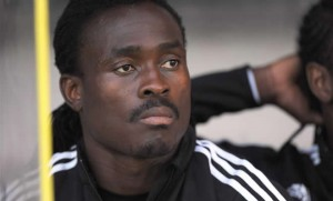 Fulham coach Martin Jol says Ghana midfielder Derek Boateng has been left out of the team in recent matches in the English Premier League because of his lack of versatility.