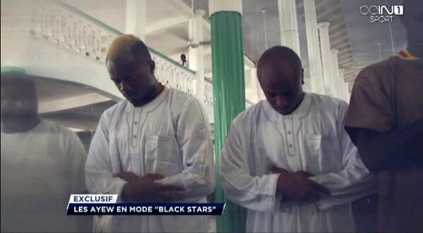 PICTURE: Jordan & Andre Ayew pictured in Muslim prayers