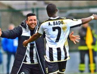 Emmanuel Agyemang-Badu celebrates his strike with team-mate