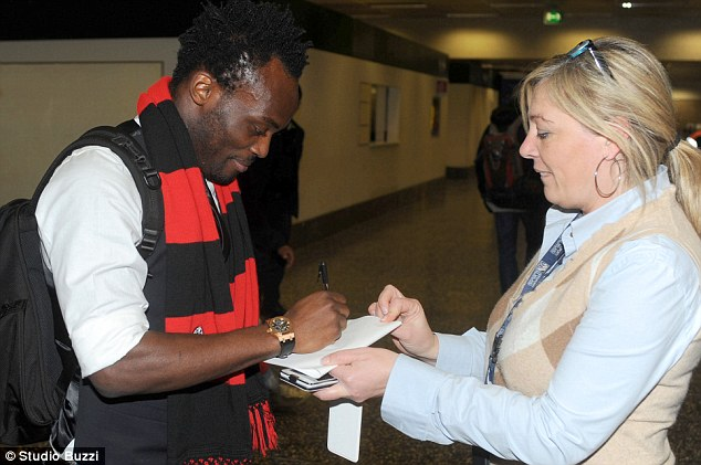Essien signing autograph on his arrival