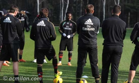 Michael Essien introducing himself to the AC Milan squad.