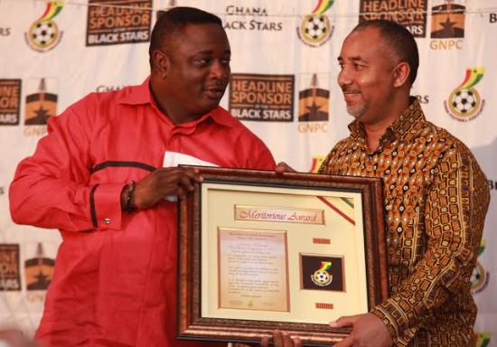 GNPC boss Alex Mould taking the award from Sports Minister Elvis Afriyie Ankrah
