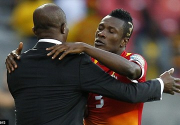Asamoah Gyan embracing Kwesi Appiah at the 2013 Africa Cup of Nations.