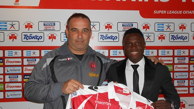 Samuel Inkoom being unveiled by Greek side Platanias.