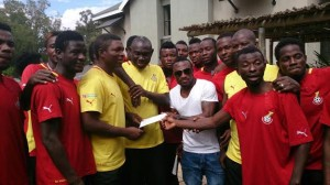 Ex-Kotoko striker Ben Acheampong presented $2,000 to the Local Black Stars squad at the African Nations Championship in South Africa on Sunday to boost the players in subsequent matches in the competition.