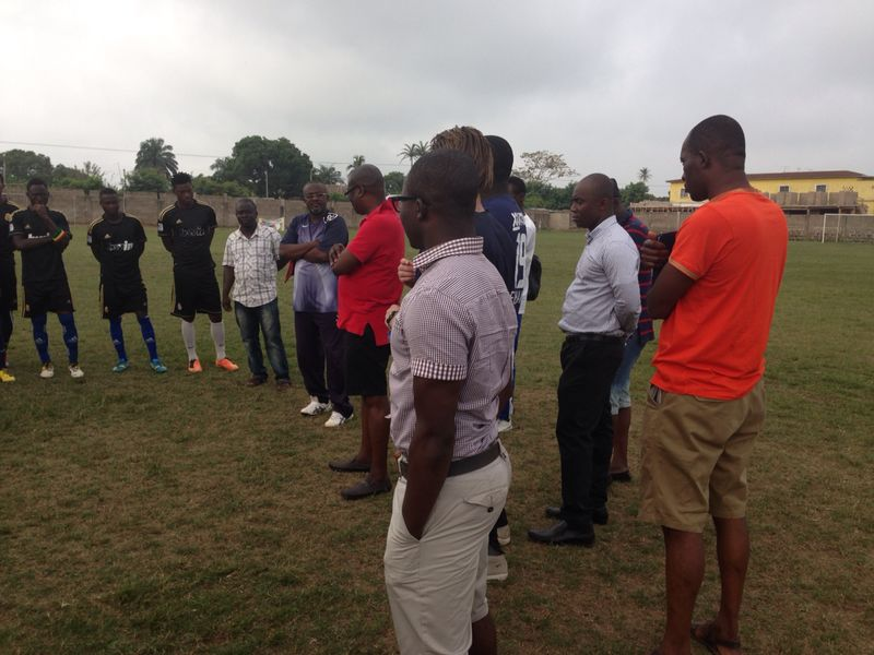 Dr KK Sarpong addressing the Bechem United players.