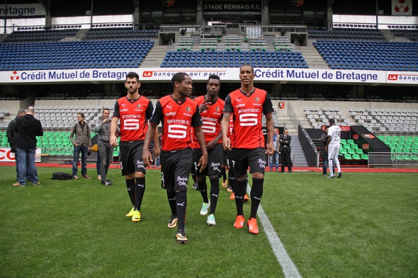 John Boye middle, sat on the Rennes bench on Saturday night