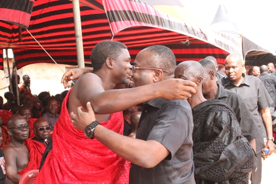 Maxwell Konadu in a warm embrace with Ghaan FA boss Kwesi Nyantakyi
