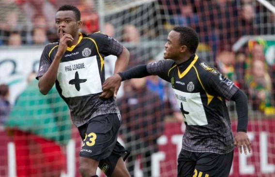 Eugene Ansah celebrating with his Lokeren teammate