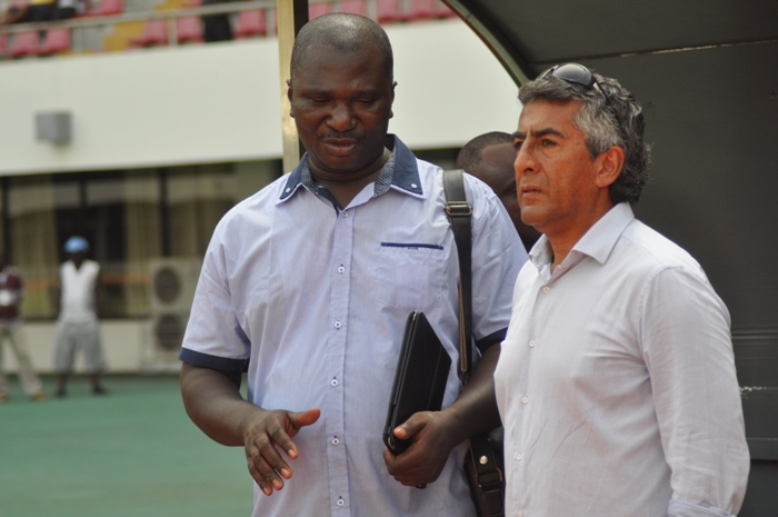 Edmund Ackah (left), coach Roberto Carlos (right)