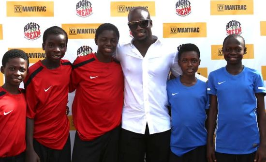 Ex Ghana captain Stephen Appiah with inmates of the academy