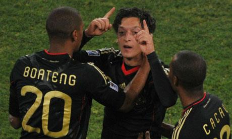 Jerome Boateng defends Mesut Ozil