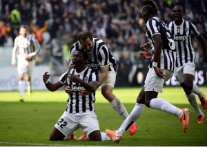 Kwadwo Asamoah celebrates goal against Fiorentina