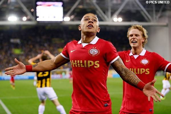 Memphis Depay celebrating his strike