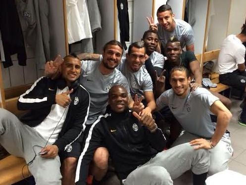 Kwadwo Asamoah in the changing room with his Juventus teammates