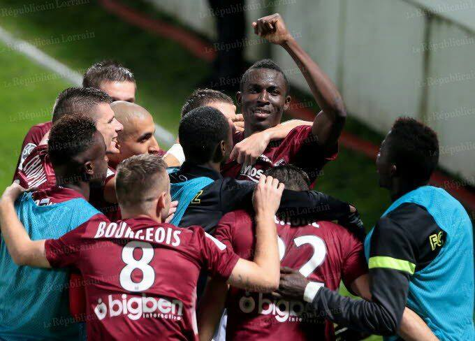 Kwame Nsor with his Metz team-mates during a Ligue 2 game