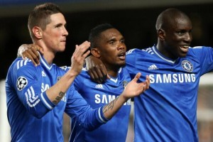 Chelsea's Cameroonian striker Samuel Eto'o has paid tribute to the two players he was chosen to start ahead of in their Champions League clash against PSG last night.