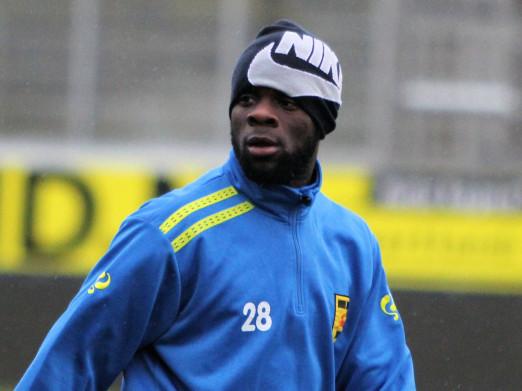 Elvis Manu is set to reject Feyenoord new deal