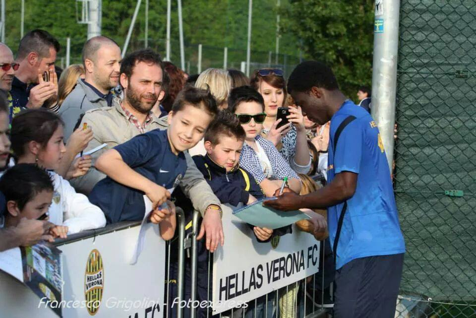 Ghanaian youth defender Godfred Donsah interacts with Hellas Verona fans