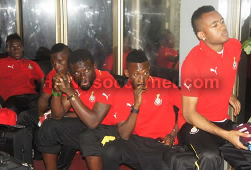 Jordan Ayew, Harrison Afful, Fatau Dauda, Majeed Waris and David Accam listening to the final words of the Sports Minister