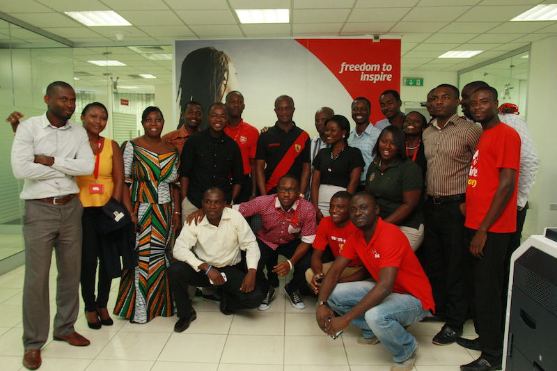 'Darling Man'- Airtel staff take photos with Coach Appiah