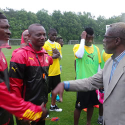 Kwesi Appiah exchanging pleasantries with Dr. Tony Aidoo