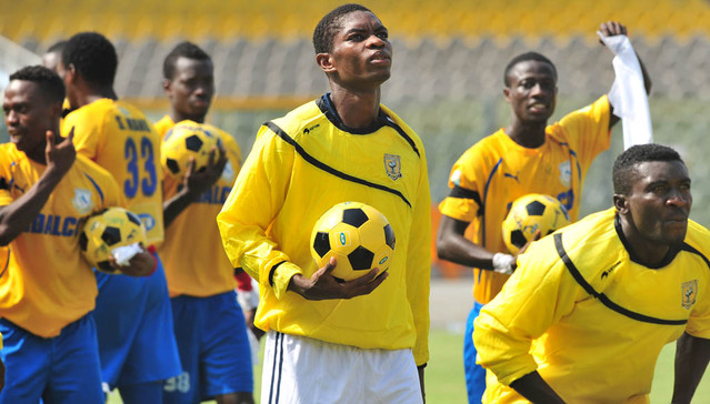 Lawrence Lartey: Ashantigold captain signs new one-year deal