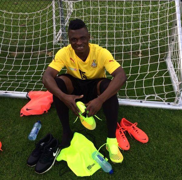 Rashid Sumaila prepares for training in Rotterdam