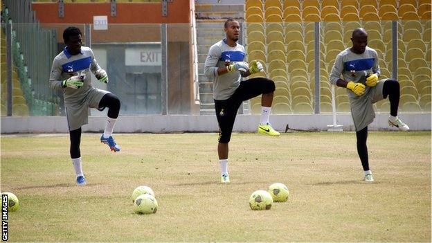 Richard Kingson (right) training with Fatau Dauda and Adam Kwarasey.