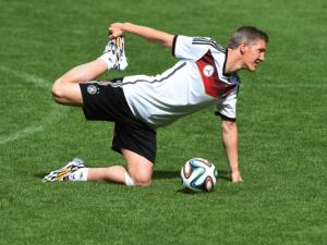Germany's hopes of having a fully fit squad in the Brazil World Cup received a boost on Wednesday when holding midfielders Bastian Schweinsteiger and Sami Khedira trained with the team for the first time.