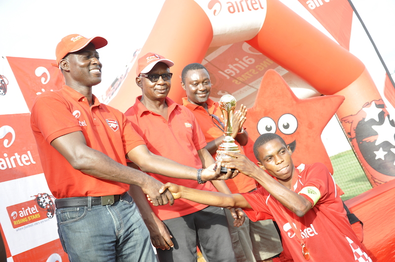 Central-Regional-Captain-Gabriel-Adjorgu-receives-trophy-from-Head-of-Corporate-Affairs-and-CSR-Donald-Dwir
