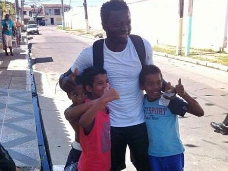 Sulley Muntari hanging out with children from the poor community in Maceio.