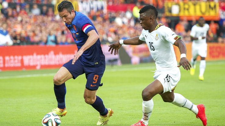 Rashid Sumaila challenging Van Persie for the ball