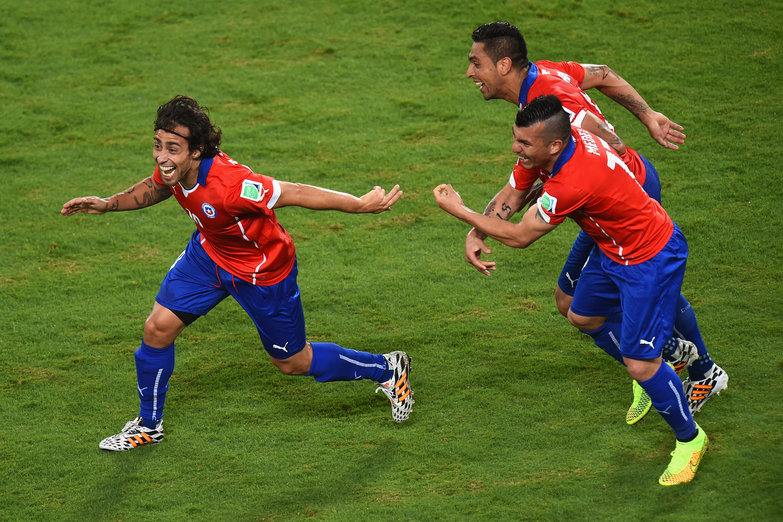 orge Valdivia of Chile (L) celebrates scoring the teams second goal with Arturo Vidal (C) and Gary Medel (R) during the 2014 FIFA World Cup Brazil Group B match between Chile and Australia at Arena Pantanal on June 13, 2014 in Cuiaba, Brazil.  (Photo by Stu Forster/Getty Images)