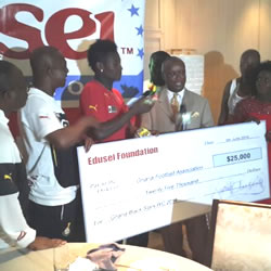 Ghana's preparation for the 2014 World Cup was boosted by $25,000 donation to the players by the Edusei Foundation in Miami on Friday night.
