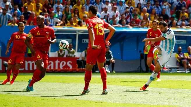 Higuain scoring