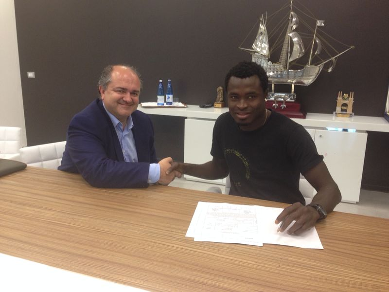 Bright Addae signing his move to Ascoli.